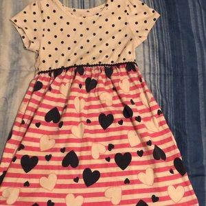 I am selling a little girl dress 4t